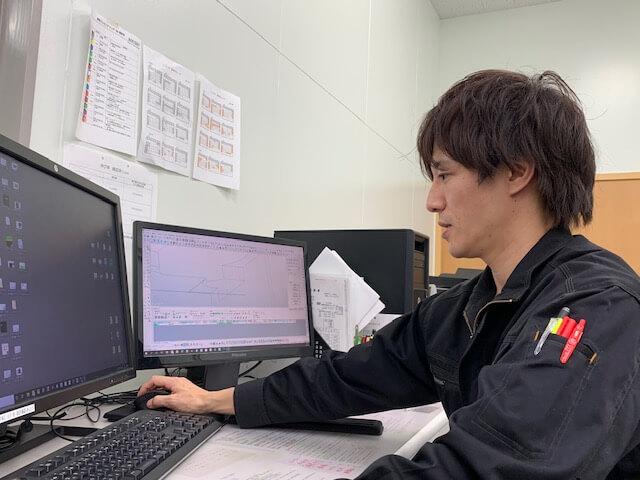 福田さんCAM仕事風景